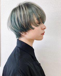 """DaBさんはInstagramを利用しています:「"""" Today's hair style """" Hair:@dab_miyoko(omotesando stylist) 今季おすすめのグリーン系カラー🌿🌿🌿 アンブレラカラーで表面の髪をうすく取って シルバーを入れたデザインカラーです🌈✨✨…」 Tomboy Hairstyles, Girl Haircuts, Bob Hairstyles, Cut My Hair, Hair Cuts, Medium Hair Styles, Curly Hair Styles, Bob Hair Color, Shot Hair Styles"""