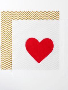 Aprenda e como fazer uma linda almofada com coração de feltro, um artesanato com tecido bem simples e lindo!