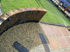 supporting walls with upright sleepers Sleeper Retaining Wall, Retaining Wall Design, Garden Table, Garden Art, Garden Design, Laying Artificial Grass, Sleeper Wall, Sleepers In Garden, Garden Projects
