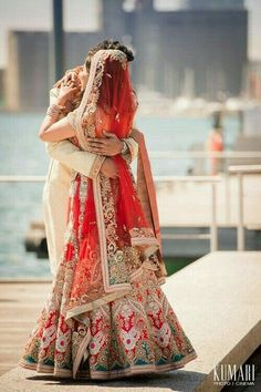 Everything related to indian fashion; whether it be bridal or casual. Boda Sikh, Big Fat Indian Wedding, Indian Bridal Wear, Indian Weddings, Romantic Weddings, Hindu Weddings, Peach Weddings, Sikh Wedding, Beleza
