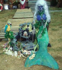 love the skeleton mermaid! >> this would be great if we had a pond or fountain in our yard!