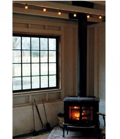 wood burning stove- I want one in my home Cozy Cabin, Cozy House, Interior And Exterior, Interior Design, Chalet Interior, Home Modern, Stove Fireplace, Cosy Fireplace, Cabins In The Woods