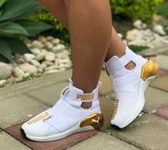 Best Sneakers Fashion Part 8 Cute Sneakers, Best Sneakers, Sneakers Fashion, Fashion Shoes, Shoes Sneakers, Sneaker Heels, Puma Shoes Women, Puma Tennis Shoes, White Puma Shoes
