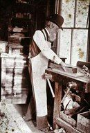 Wise man by his workbench. Woodworking Images, Antique Woodworking Tools, Woodworking Tips, Atelier Creation, Backyard Studio, Industrial Photography, Wood Worker, Wood Joinery, Old Tools