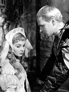 "Laurence Olivier as Hamlet, Jean Simmons as Ophelia, in the movie ""Hamlet"""