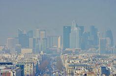 Paris vu depuis le sommet de l'Arc de Triomphe- La Défense by paspog, via Flickr