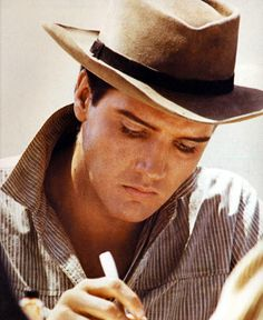 """""""When things go wrong, don't go with them.""""    ElvisQuotes"""