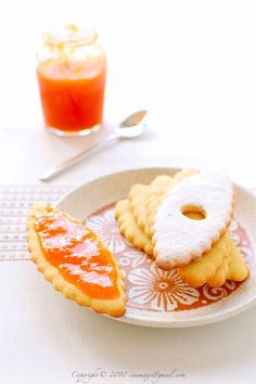 Cookie How To: Apricot Jam Sandwich Cookies Jam Cookies, Biscuit Cookies, Sandwich Cookies, Tea Recipes, Cookie Recipes, Dessert Recipes, Apricot Recipes, Jam And Jelly, Delicious Fruit