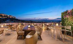 8+1 ταράτσες στην Αθήνα, με υπέροχη θέα -Για φαγητό και ποτό σαν να είσαι στο νησί [εικόνες] | ΠΟΛΗ | iefimerida.gr Athens Hotel, Best Buffet, Acropolis, Outdoor Furniture Sets, Outdoor Decor, Take A Nap, Great View, Jacuzzi, Front Desk