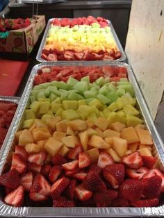Great way to serve fruit at a party. Love this fruit tray idea - perfect party hacks for a crowd