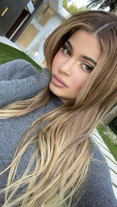 Kylie Jenner reveals long dark blonde hair transformation on Kylie Jenner New Hair, Look Kylie Jenner, Kylie Hair, Kylie Jenner Hairstyles, Kylie Jenner Hair Colour, Kylie Jenner Hair Highlights, Kylie Jenner Haircut, Kylie Jenner Instagram, Blonde Hair Looks