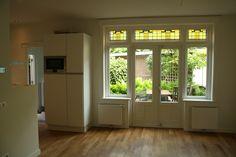 Radiatoren naast tuindeur French Doors, Windows, Interior, House, Ceiling, Home, Design Interiors, Window, Haus