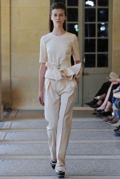 Bouchra Jarrar Parigi - Haute Couture Fall Winter - Shows - Vogue. Elle Fashion, Runway Fashion, Fashion Show, Fashion Design, Paris Fashion, Latest Fashion, Bouchra Jarrar, Review Fashion, Haute Couture Fashion