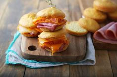I really like grilled cheese! It is my final consolation meals. That is why I created these mini grilled cheese bites that I can nonetheless get pleasure from whereas consuming keto. These miniR… Ketogenic Recipes, Low Carb Recipes, Real Food Recipes, Ketogenic Diet, Ketogenic Supplements, Bread Recipes, Low Carb Bun, Low Carb Keto, Grilled Ham And Cheese