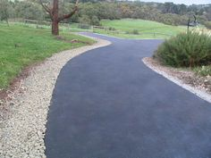 This excellent cheap driveway is an unquestionably inspirational and exceptional idea Driveway Edging, Brick Driveway, Asphalt Driveway, Gravel Driveway, Driveway Entrance, Driveway Landscaping, Garden Edging, Outdoor Landscaping, Driveway Ideas