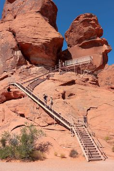 The best campgrounds for tents and RV motorhomes at the Valley of Fire State Park in Nevada. Rules and regulations, overflow camping, free campsites nearby. Valley Of Fire State Park, Monument Valley, Camping Club, Rv Motorhomes, Best Campgrounds, Lake Mead, Pacific Coast Highway, Travel Oklahoma, New York Travel