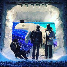 WEBSTA @ windowshoppings - #hackett #bag #travel #shoes #shoe #london #visual #visualdisplay #visualmerchandising #display #windows #window #windowdisplay #fashion #fashionblogger #fashionista #womens #womensfashion #mensfashion #men #winter #xmas #xmastree #clothing