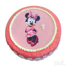 Minnie Mouse s oplátkou- detská torta od Elezi Bratislava. Vvyrobená na žiadosť zákazníka. Plnka, zdobenie, veľkosť a farby sú na výber bez obmedzení. Snažíme sa vždy vyhovieť vašim požiadavkam. Torty a zákusky sú vodné aj pre deti, sú proste bez chémie. #poctivepecenie #zmrzlinaelezi #cajovepecivo #zakusky #torty #slanepecivo #bratislava #cukrarenelezi https://www.facebook.com/cukrarenelezi/ https://www.youtube.com/channel/UCXtc8muxfx9Rh--PrqXKXMQ https://twitter.com/Cukraren_Elezi
