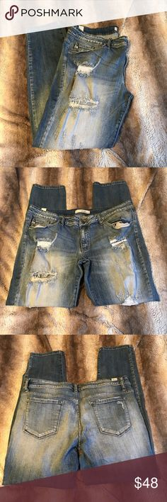 KanCan distressed skinny Light wash, distressed skinny jeans. Worn only a few times. Brand is KanCan and purchased from Buckle Buckle Jeans Skinny