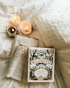 Book Flatlay, Coffee And Books, Book Aesthetic, Photo Instagram, Book Nooks, Book Photography, Fashion Books, Book Nerd, Love Book
