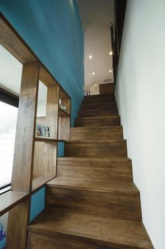 階段(難しい鉄骨造からオープン空間の間取り変更が実現!)