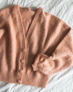 Није доступан опис фотографије. Chunky Knitwear, Baby Pullover, Winter Mode, Cardigan Fashion, Crochet Cardigan, Sweater Weather, Types Of Fashion Styles, Diy Clothes, Autumn Fashion