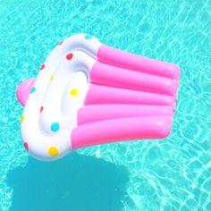 cupcake, pink, and pool Bild Summer Pool, Pink Summer, Hello Summer, Summer Of Love, Summer Fun, Summer Time, Cute Pool Floats, Lake Floats, Festa Hot Wheels