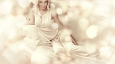 Скачать обои поза, Бритни Спирс, певица, Britney Spears, блондинка, раздел музыка в разрешении 1366x768
