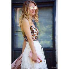 """Teresa Torres en Instagram: """"El top de mi madre que me tiene enamorada yyyyyy mi nuevo color de pelo 👩🏼 ¿Os gusta este rubio más claro? SI 👍 o NO 👎 #Vintage #Kenzo #top #skirt #white #fashion #look #ootd #blond #newlook #newhair #rubia #nuevolook"""""""
