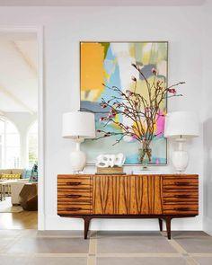 Mid-century modern wood credenza with modern art accessory Estilo Interior, Home Interior, Interior Design, Lobby Interior, Interior Modern, Modern Decor, Retro Home Decor, Diy Home Decor, Room Decor