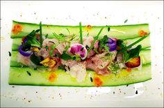 Petite salade fraîcheur avec du poisson cru