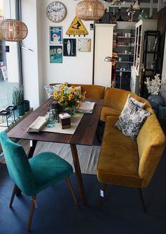 This might be my dream nook! Love the mustard bench and the aquamarine chair and the mid century table. LOVE THIS NOOK!