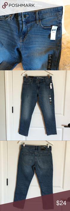 GAP Girlfriend Coupe 4/27S Jeans NWT. 4/27 Short jeans! GAP Jeans