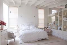 love this girlie bedroom.