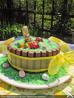 KitKat Ostertorte Kitkat Torte, Picnic, Birthday Cake, Desserts, Outdoor, Food, Food Cakes, Food Coloring, Cacao Powder
