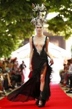 On Aura Tout Vu 2012. Live Fashion, Fashion Show, Fashion Design, Vampire Bride, Head Games, Fancy Schmancy, Paris Shows, Eccentric, Runway Fashion