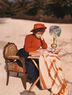 Autochromes. Suzanne, fille de Louis Lumière, en 1910 - Plaque Autochrome Lumière © Institut Lumière