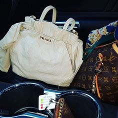 Today's work day passengers!  New Prada bag that I just love (it's a beautiful cream color, all leather with leather bows on each side!), along with my daily work horse... my Louis Vuitton Neverfull which is the only tote bag to own, ladies!  You can't beat a Neverfull with a Samorga organizer insert!  Love!! ❤😍🖒😎
