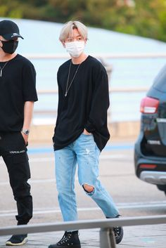 Baekhyun [HQ] 190705 Incheon Airport, departing for Hong Kong Baekhyun, Kpop Fashion, Mens Fashion, Airport Fashion, Fashion Idol, Exo For Life, Mode Streetwear, Kpop Outfits, Airport Style