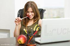 http://blog.liruch.com/como-seducir-por-internet-%F0%9F%92%93%F0%9F%92%BB%F0%9F%92%93/