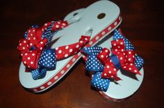 Remember Betsy& Ribbon Flip Flops from yesterday& post? She wants to give YOU a free matching double hair bow with every ribbon flip fl. Flip Flops Diy, Ribbon Flip Flops, Flip Flop Craft, Girls Flip Flops, Flip Flop Shoes, Polka Dot Birthday, Patriotic Decorations, Diy Bow, Baby Girl Shoes