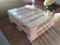 Größter Wunsch ❤ Ein Tisch aus Euro Paletten. Schick und lockert viele Räume einfach auf.