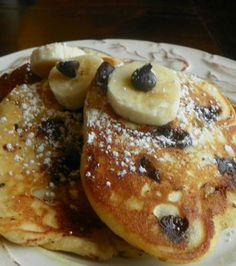 Quick Banana-Chocolate Chip Pancakes: make it a Sunday morning special maybe? Gosh, all the craves right now!
