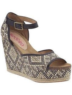 I like the tribal print on the wedge. Also the footbed shape is interesting, it seems extended somehow?