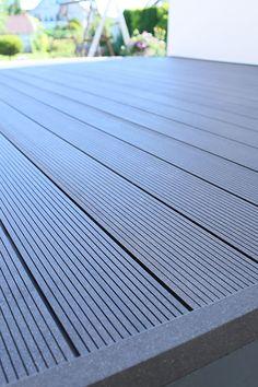 wpc-terrasse in dunkelgrau anthrazit - mehr auf www.planeo.de #terrace #terrasse