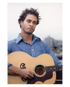amos lee. one of my very favorite musicians. his voice is scratchy and sweet like sugar.