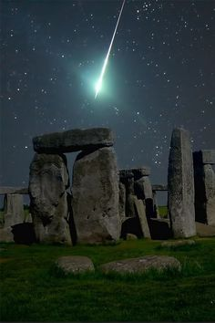 ✯ Meteor over Stonehenge This would have been so much better than the actual shower of sideways rain that I experienced when I was there..