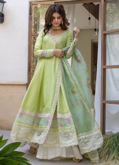 Indian Gowns Dresses, Indian Fashion Dresses, Indian Designer Outfits, Fall Dresses, Designer Dresses, Long Dresses, Pakistani Fashion Casual, Pakistani Outfits, Indian Outfits