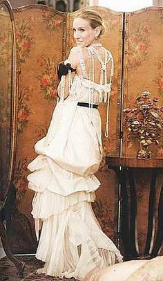 Sarah Jessica Parker's Carrie Bradshaw, in a Christian Lacroix wedding gown… Carrie Bradshaw Wedding Dress, Carrie Bradshaw Style, Sarah Jessica Parker, Casual Styles, Christian Lacroix, Wedding Movies, Cooler Look, Dress Vestidos, Gatsby Style