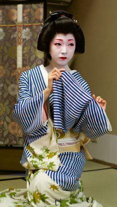 Geikko(Geisha)Toshikana. 宮川町芸妓とし夏菜さん